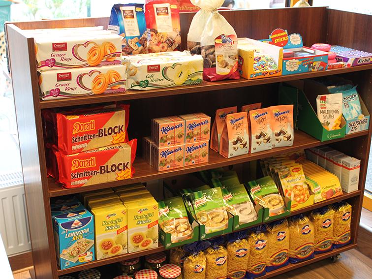 Regal mit Produkten